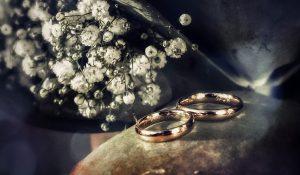 esküvői fotózás a jegygyűrűk