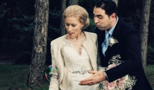 Buborék kergetés esküvői fotókon
