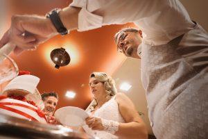 Esküvői torta felvágása
