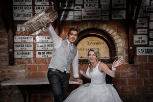 kreatív esküvői fotózás, retró, Korona Étterem Pizzafaló Pizzéria Bicske