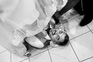 lakodalom fotózás, játékok, menyasszony, vőlegény, násznép, tánc, vőfély, cipő, ige-nem, Korona Étterem Pizzafaló Pizzéria Bicske